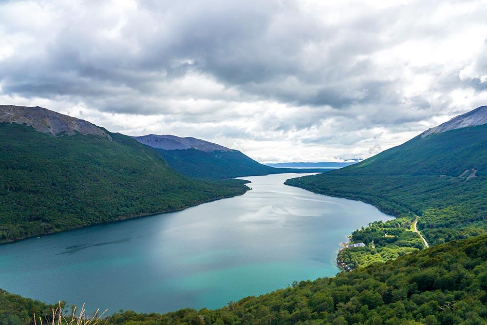Vista del lago Fagnano y lago Escondido desde el Paso Garibaldi.