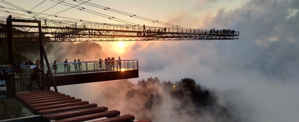Sky Porch es uno de los atractivos principales del parque temático Wansheng Ordovician en China
